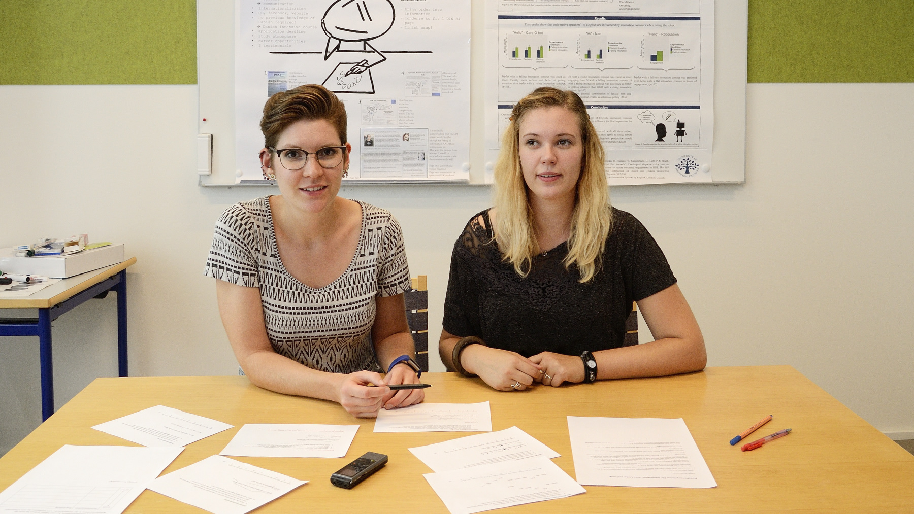 Nathalie Schümchen and Rosalyn Melissa Langedijk developing a concept for an experiment in the HRI-lab, Sønderborg.