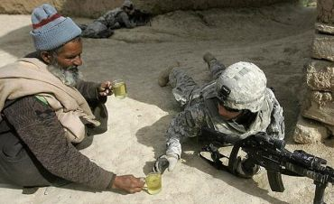 Picture of a civilian giving a soldier a cup of tea
