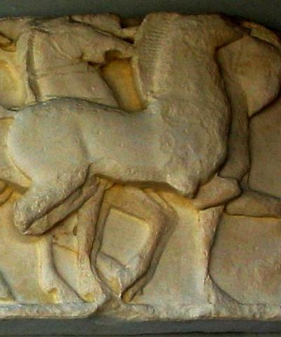 Relief fra Sifniernes skatkammer i Delfi. Græsk, ca. 525 f.Kr.