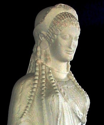Stående kvindestatuette (kore). Græsk, 510-500 f.Kr.