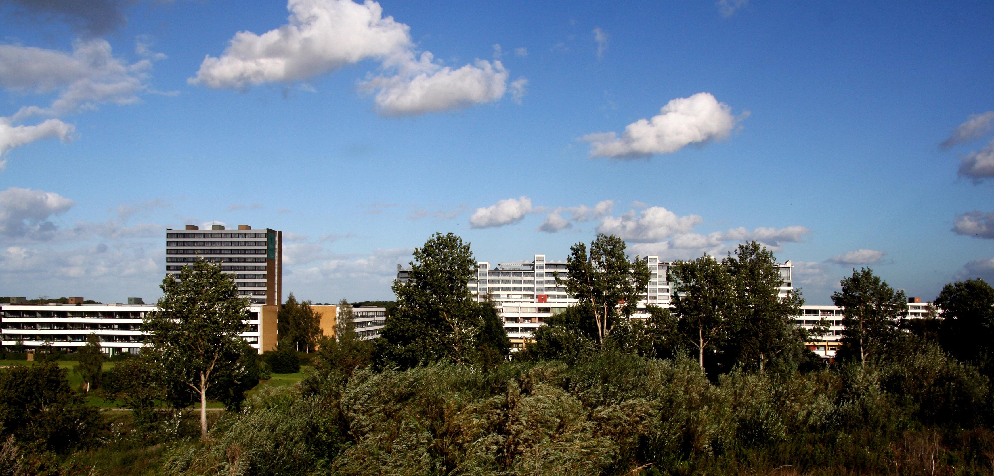 Billedet viser Vollsmoses bygninger på afstand