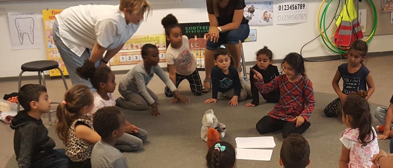 Børn i en rundkreds