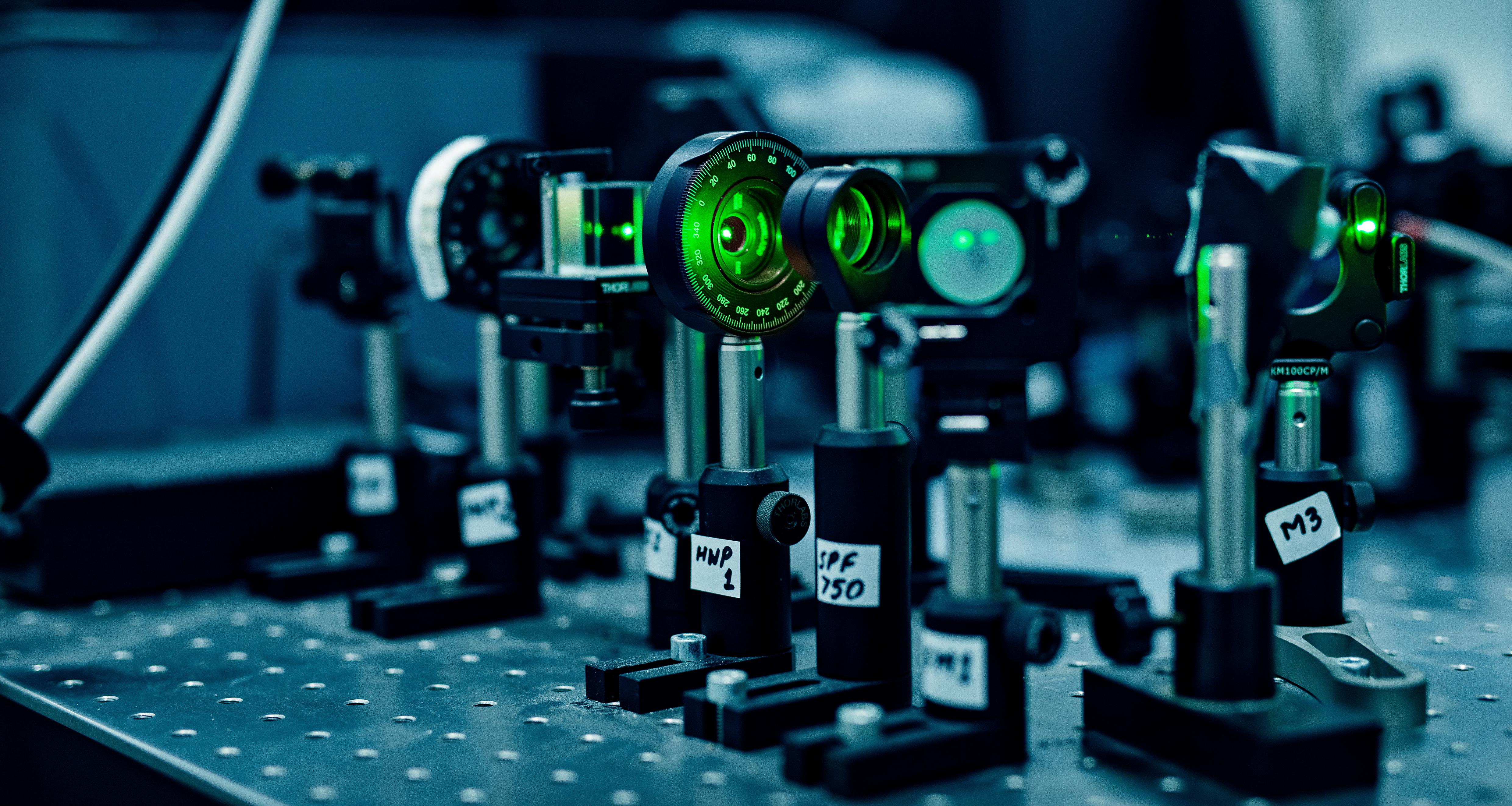 Laserudstyr til forskning i nanooptik.