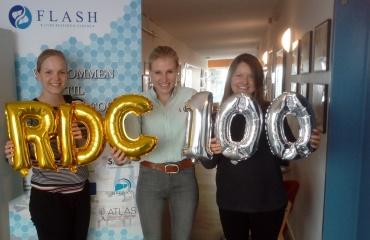 Camilla Dalby Hansen, Mie Balle Hugger og Jane Møller Jensen fejrer 100 inkluderede patienter i det kliniske studie REDUCTION
